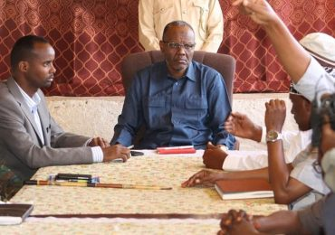 Southwest state leader chairs security meeting in Hudur