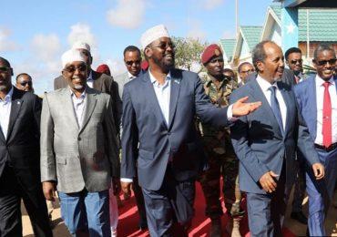 XOG XASAASI + DHAGEYSO: Maxaa ka ogtahay mas'uuliyiintii maanta gaaray Kismaayo, xilli DF Somaliya ay qaaday xayiraadii?! '