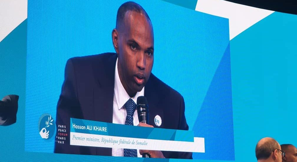 Somali Prime Minister 'Kheyre' presents police logo at PPF as symbol of peace