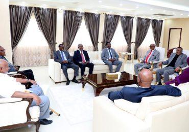 DAAWO VIDEO: Madaxweynaha Somaliland oo kulan muhiim ah la yeeshay guddoonka golayaasha iyo Komishinkii hore
