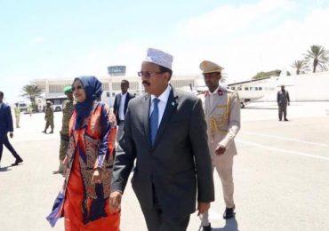 Madaxweyne Farmaajo iyo wafdi uu Hoggaminaya  oo Ku Wajahan  Magaalada Nairobi ee dalka Kenya