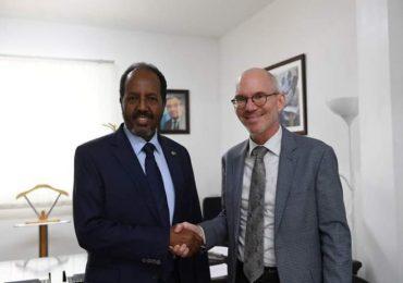 UPDATE: Maxaa ka soo baxay kulankii M/weynihii hore ee Somaliya Xasan Sheekh iyo James Swan?