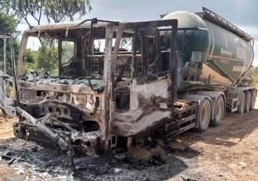 Al-Shabaab militants burn construction vehicles in Lamu