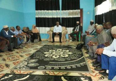 Axmed Ducaalle Geelle (Xaaf) oo hoygiisa Gaalkacyo ku qaabilay wafdi ka socda Dowladda Somaliya