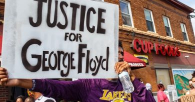 George Floyd death: Pressure mounts for US officers to be charged